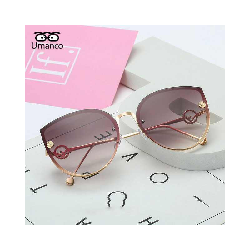 Okulary przeciwsłoneczne z metalowymi ozdobami Kobieta