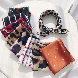 Modne eleganckie satynowe apaszki kwadratowa delikatna chusta oryginalne wzory w paski panterkę efektowna opaska na głowę
