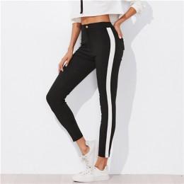 Eleganckie dopasowane spodnie damskie z kieszeniami czarne z białymi paskami na nogawkach wysoki stan