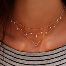 Modny naszyjnik damski łańcuszki zdobione złotymi zawieszkami krótki elegancki wisiorek celebrytki z perełkami